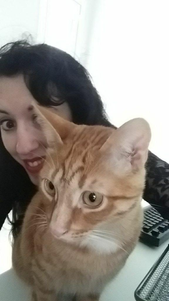 Maite y su gato